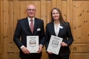 Vorstandsvorsitzender Dieter Ulrich und Stephanie Bernickel, Leiterin VR ImmoCenter der Volksbank Raiffeisenbank Laupheim-Illertal eG